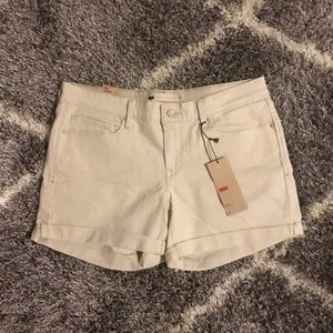 NWT Levi's Khaki Beige Denim Shorts Size 12/31
